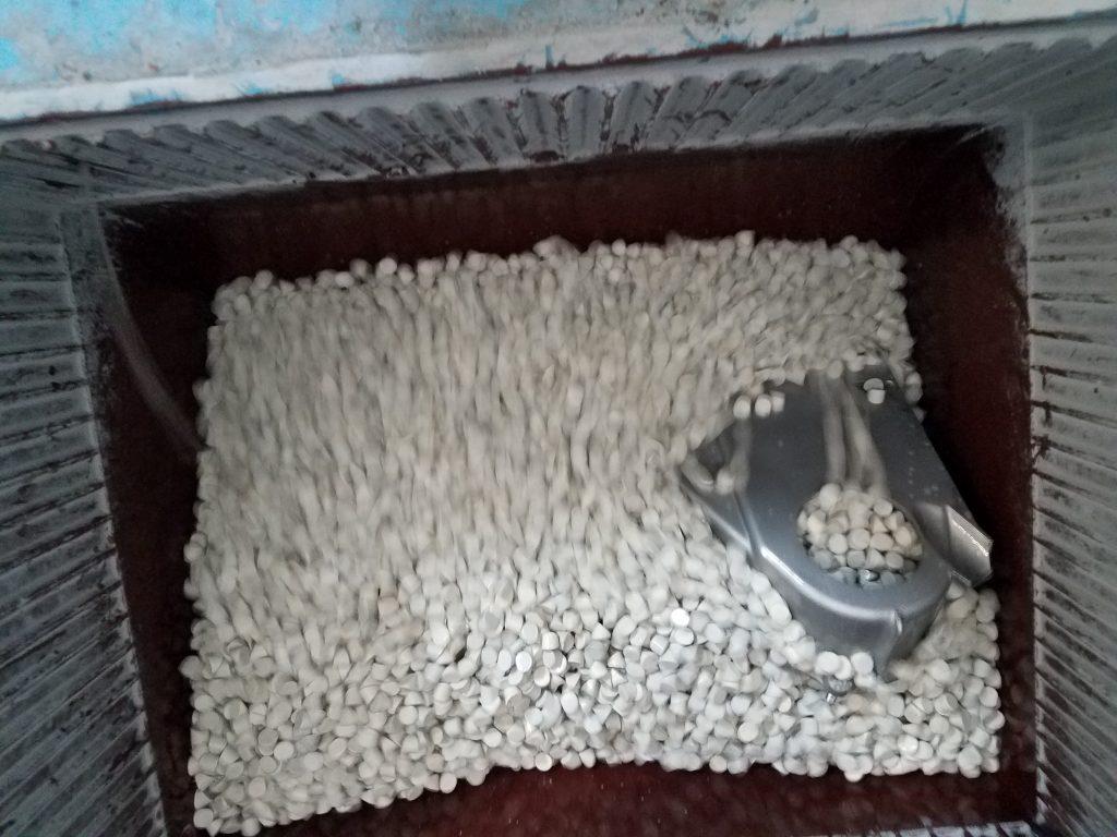 Limpieza de piezas, Pulidora de cerámica