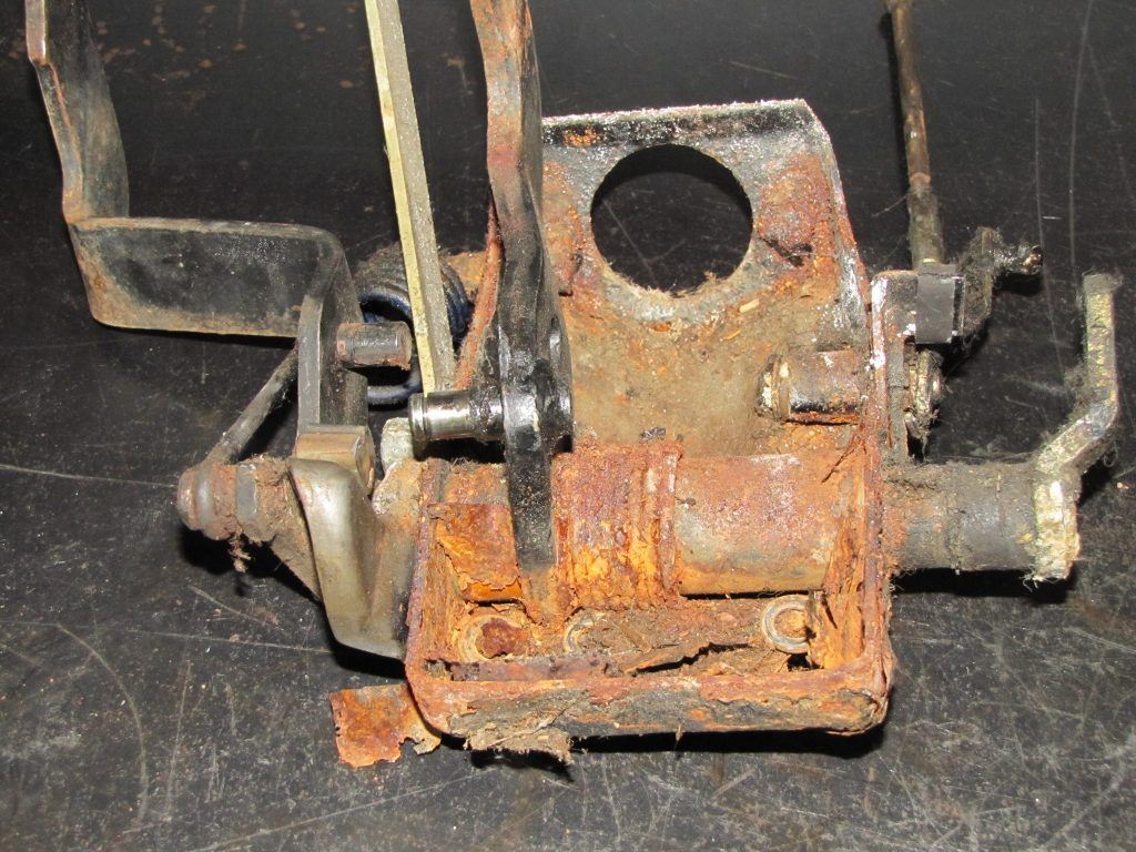 caja de pedales oxidada