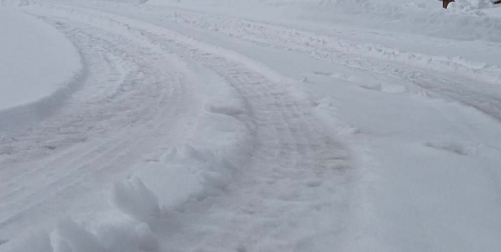 Snow is not sand, do not lower your tire air pressure